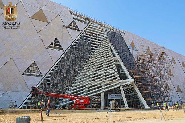 وزير السياحة يعلن إرجاء افتتاح المتحف المصري الكبير إلى العام القادم