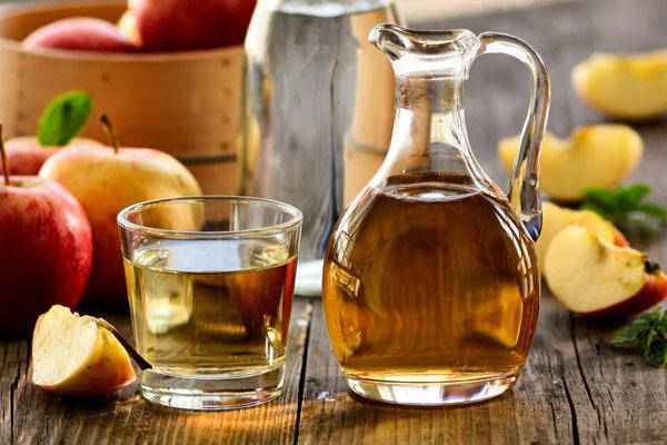 خل التفاح أفضل علاج لقشرة الشعر
