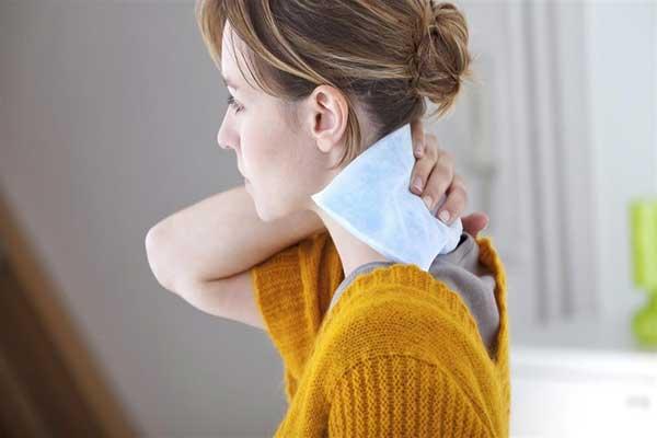ألم الرقبة قد يشير الى وجود مشكلة صحية خطيرة