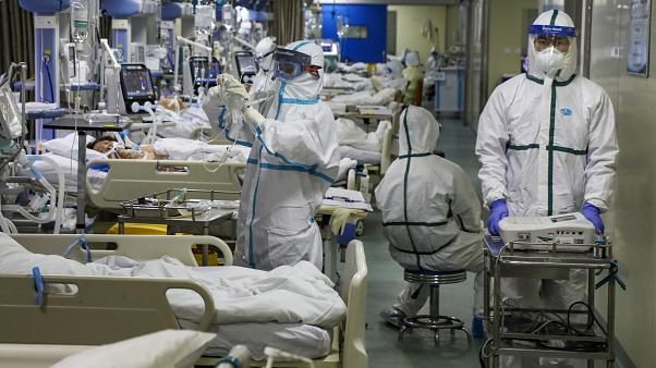 دولة بريطانيا تفرض قيودا 6 أشهر لمكافحة الموجة الثانية من فيروس كورونا
