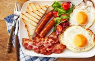 تناول البروتين على الإفطار يحمي من زيادة الوزن