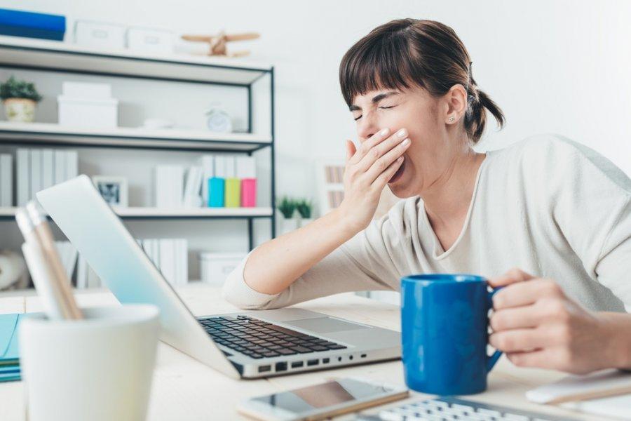 التخلص من النعاس أثناء العمل .. بعيدًا عن تناول الشاي والقهوة