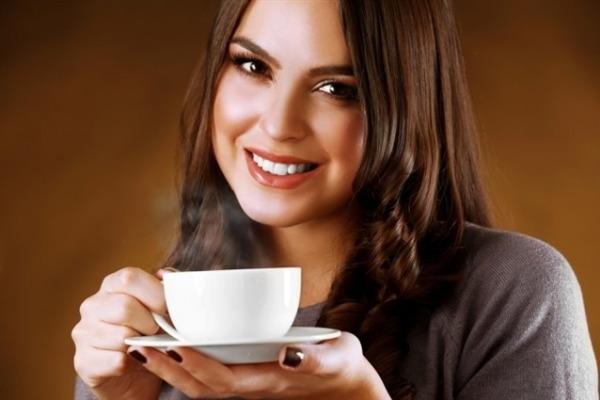 أضرار القهوة على البشرة .. تسبب الجفاف والشحوب
