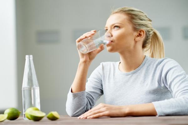 فوائد الماء للكلى .. حاجة الجسم اليومية من الماء