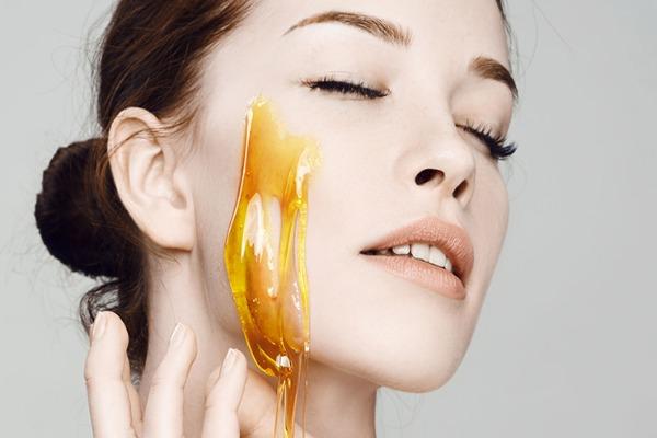 فوائد العسل للبشرة الحساسة .. تعرفي عليها