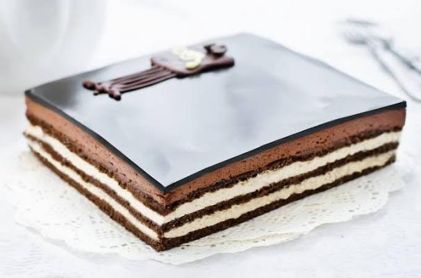 كيكة الأوبرا بالشوكولاتة وطريقة تحضيرها بخطوات سهلة وشهية