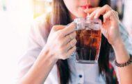 تناول المشروبات الغازية باستمرار يُسبّب سرطان الثدي .. دراسة تكشف