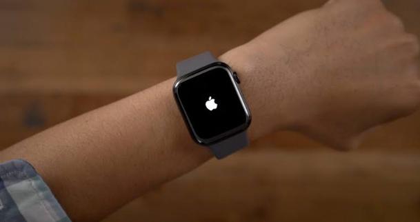 شركة أبل ستطلق ساعة ذكية للعمل فى الظروف الوعرة
