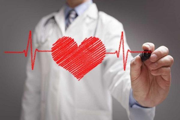 تأثير كورونا على القلب .. طبيب يوضح