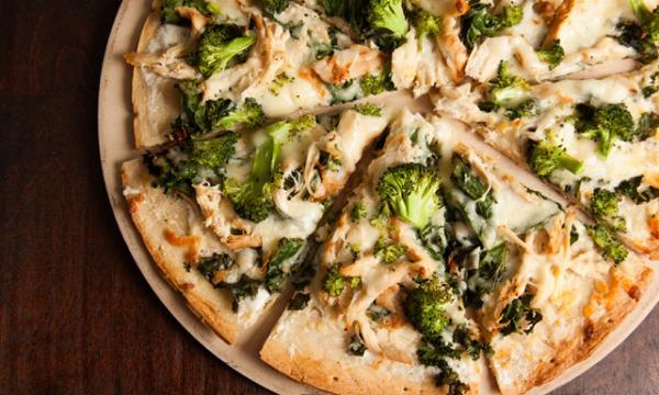 بيتزا البروكلي الصحية سهلة التحضير