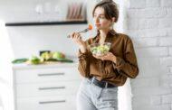تناول الطعام بسرعة يسبب زيادة الوزن .. دراسة تكشف