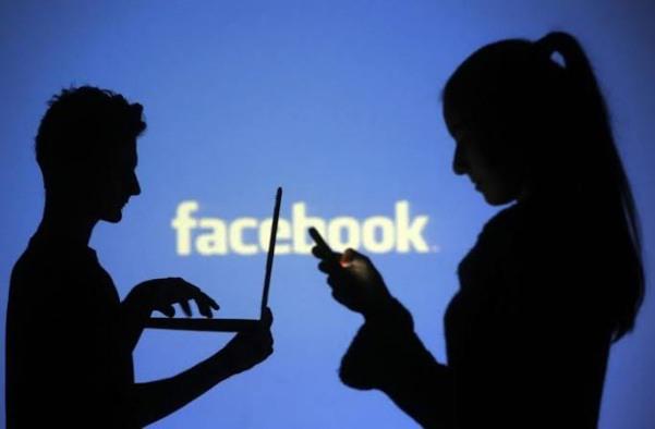 شركة فيس بوك : تحذف أكثر من 1000 حساب في عدة دول