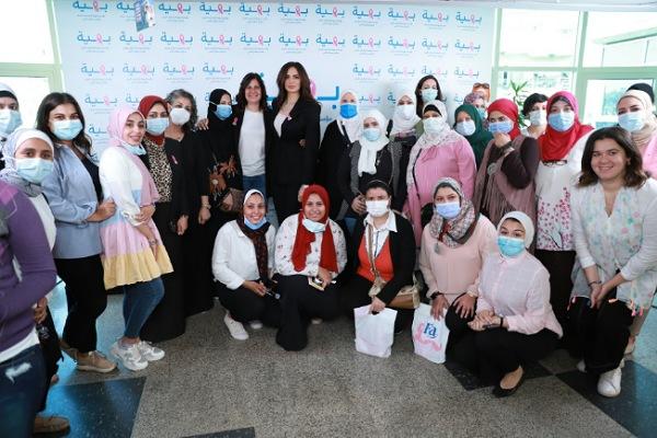 الفنانة آمال ماهر تزور مستشفى بهية وتشيد بدورها في مساندة سيدات مصر