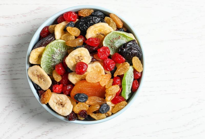 محاذير تقديم الفواكه المجففة للأطفال في رمضان