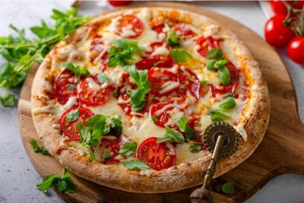 بيتزا كينوا بمكونات بسيطة وطريقة سهلة