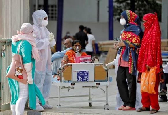 دولة الهند : تسجل أعلى حصيلة إصابات يومية بكورونا منذ بدء الجائحة بـ401 ألف إصابة