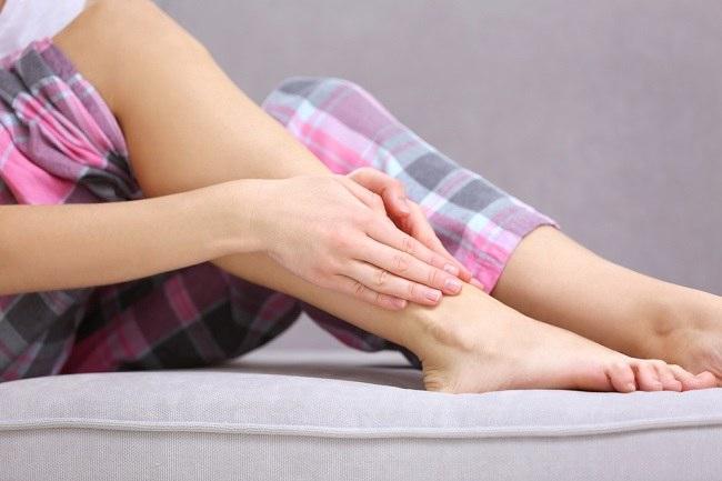 دهون الكبد .. من قدميك يمكن اكتشاف الإصابة بها