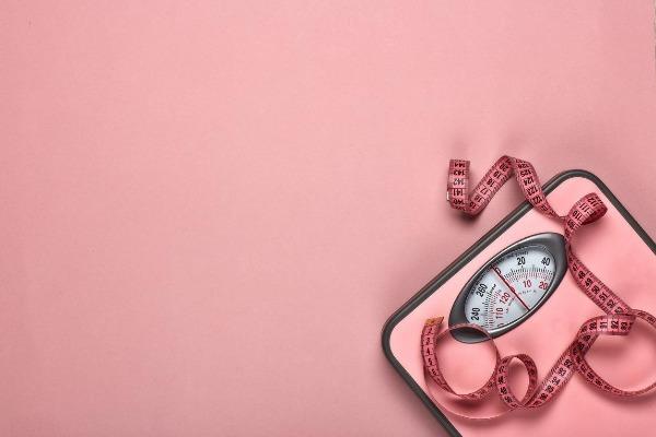 تناول الطعام دون زيادة الوزن .. طبيبة تكشف