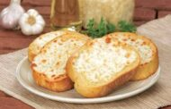 خبز الثوم بالجبن بطريقة سهلة