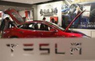 تيسلا تستعد لسحب أكثر من 285 ألف سيارة كهربائية