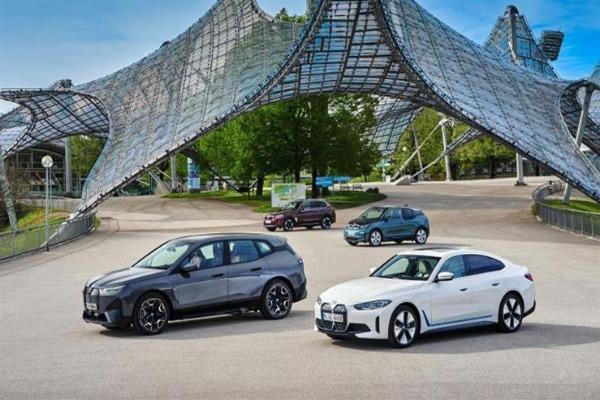 أسعار ومواصفات بي إم دبليو i4 و ix ..  سيارتين كهربائيتين جديدتين