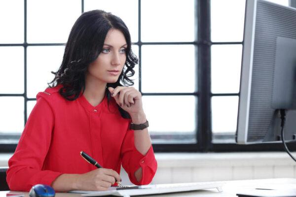 نصائح للتحكم بانفعالاتك في العمل .. تعرف عليها