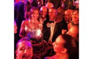 عمرو دياب يحتفل بعيد ميلاد صديقه عمرو منسي وسط أصدقائهم