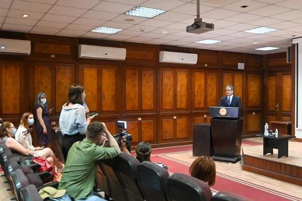 لقاء الدكتور خالد عناني وزير السياحة والآثار مع أعضاء الوفد الإعلامي الأوكراني