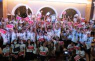 مصر تحطم الرقم القياسي بموسوعة جينيس العالمية على يد 100 سباح مصري