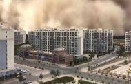 شاهد بالفيديو مشهد مرعب لعاصفة رملية ضخمة تبتلع مدينة في الصين