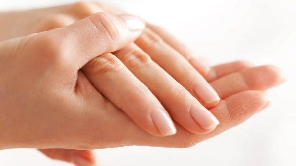 نصائح بسيطة للتخفيف من جفاف الجلد
