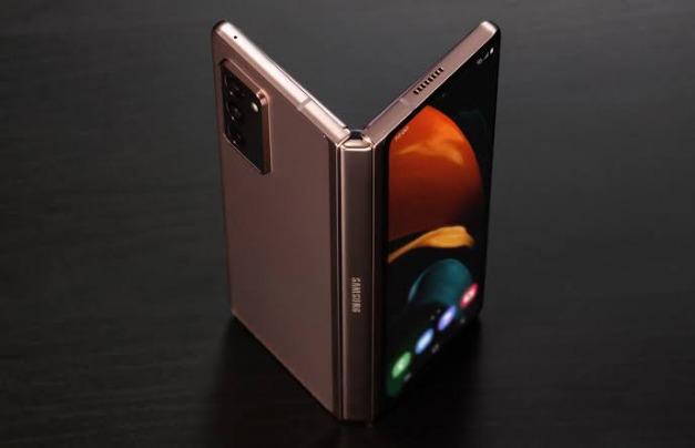 سامسونج : تعلن مميزات هاتف Galaxy Z Fold3 5G وسعره