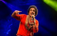 الكينج محمد منير يتألق ويسحر الجمهور بحفله على المسرح الروماني