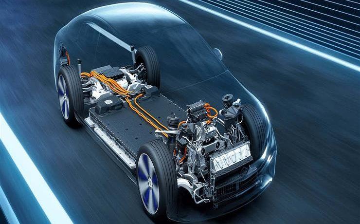 مرسيدس تشترك مع ستيلانتيس وتوتال إينرجيز لإنتاج بطاريات السيارات