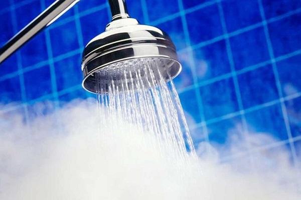 أضرار الاستحمام بالماء الساخن .. هذا ما يفعله بصحتك