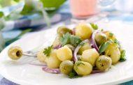 سلطة البطاطس بالبصل والزيتون الأخضر