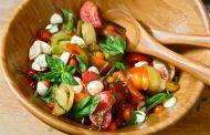 سلطة الطماطم بالأعشاب ...خطوة بخطوة