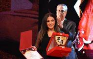 الإعلامي رامي رضوان يدعم زوجته دنيا سمير غانم بعد تسلمها تكريم والديها الراحلين