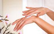 وصفات طبيعية تساعد علي ترطيب اليدين فى الخريف