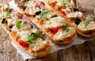 بيتزا الدجاج بالخبز الفرنسي بطريقة سهلة